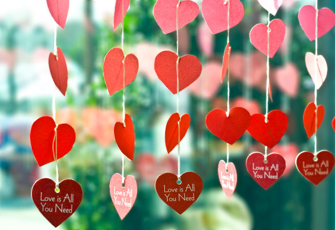 Paper heart garland valentine 39 s day diy evermine blog - How to make paper love hearts ...