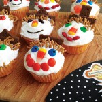 Scarecrow Cupcakes #homemade #kids #halloween #autumn #recipe #diy #labels #printables