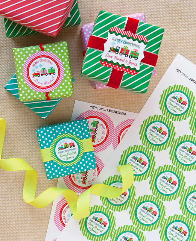 Free Printable Holiday Gift Wrap & Paper Chain Decoration - Evermine ...