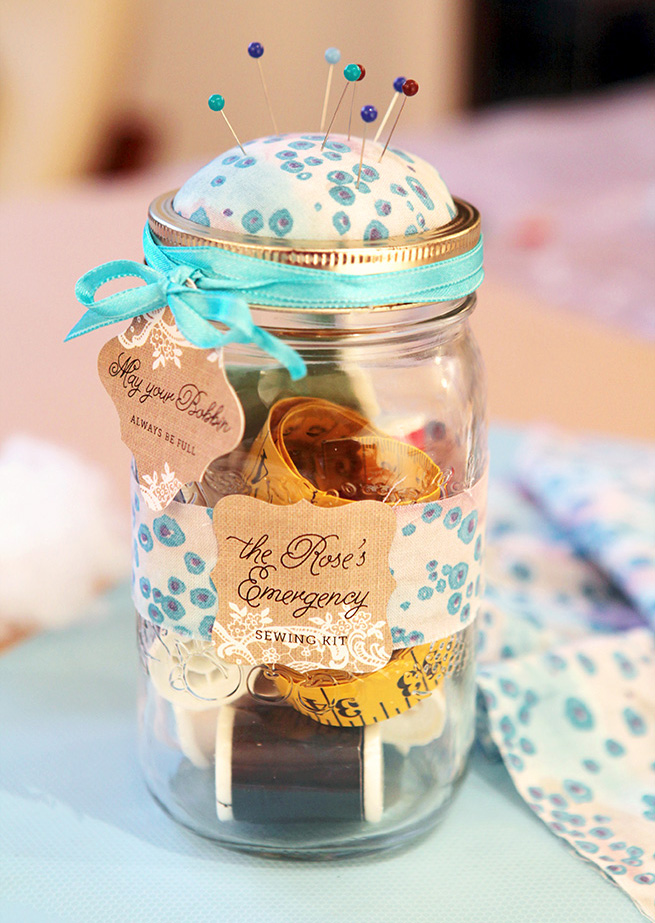 Mason Jar Sewing Kit #diy #crafts #sewing #packaging