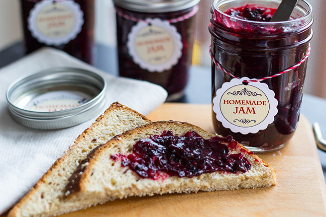 Homemade Marionberry Jam #recipe #gift #preserving #labels